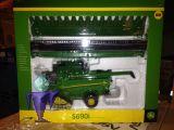 42845 John Deere S690 Mähdrescher mit Raupen