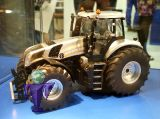 4488 New Holland T8.420 silber  Siku Jahresmodell 2013