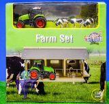 610049 offene Stall mit Kühen und Traktor