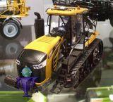 10629 Cat Challenger MT875E mit LED Scheinwerfer