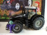 3270 Massey Ferguson MF 8690 Dyna VT  in schwarz - black