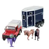 43239 Land Rover mit Ifor Anhänger mit Pferden